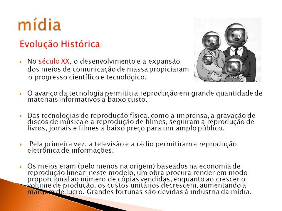 Evolução Histórica Século XXI Se, inicialmente, o termo meios de comunicação de massa se referia basicamente a jornais, revistas, rádio e televisões, no final do século XX a internet também entrou fortemente no setor.