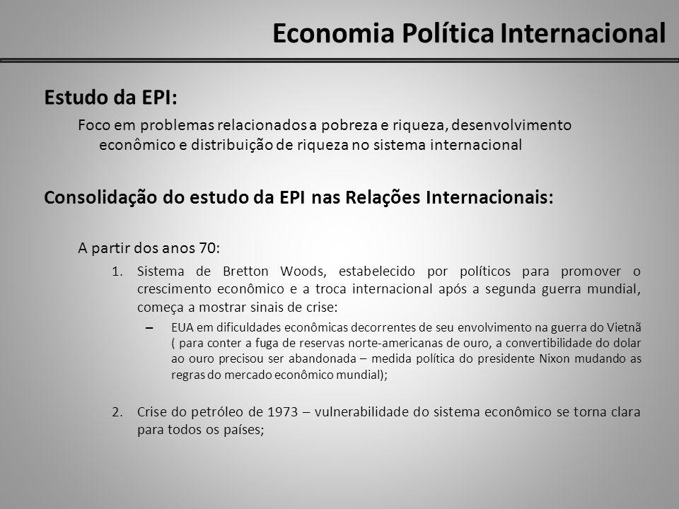 Economia Política Internacional O difícil trabalho da hegemonia norte-americana: 1950: hegemonia norte-americana – poder militar e econômico dominante, capaz e disposta a configurar e dirigir a economia liberal mundial.