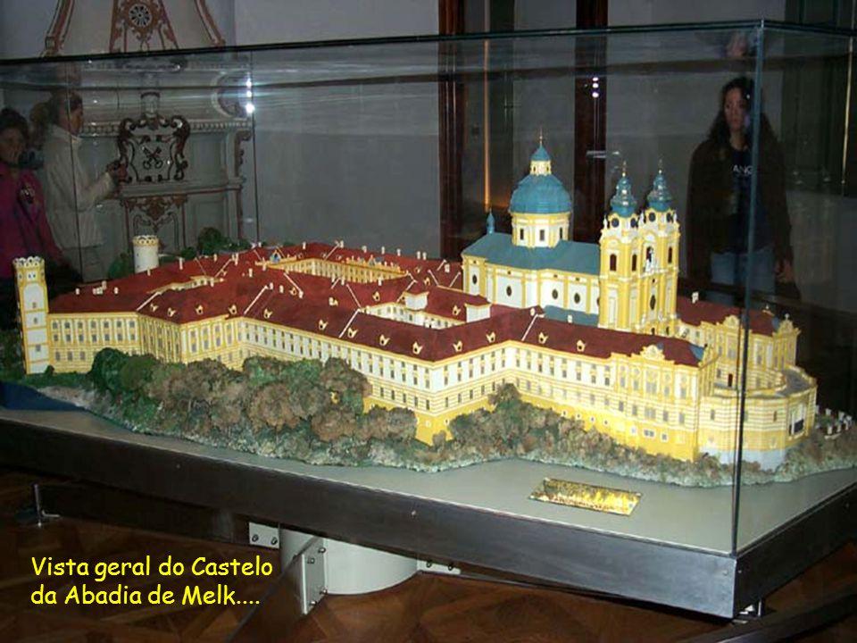 Entrada do Castelo da Abadia de Melk um gigantesco patrimônio histórico do Século X, berço da baixa Áustria, célebre pelo livro O Nome da Rosa com sua