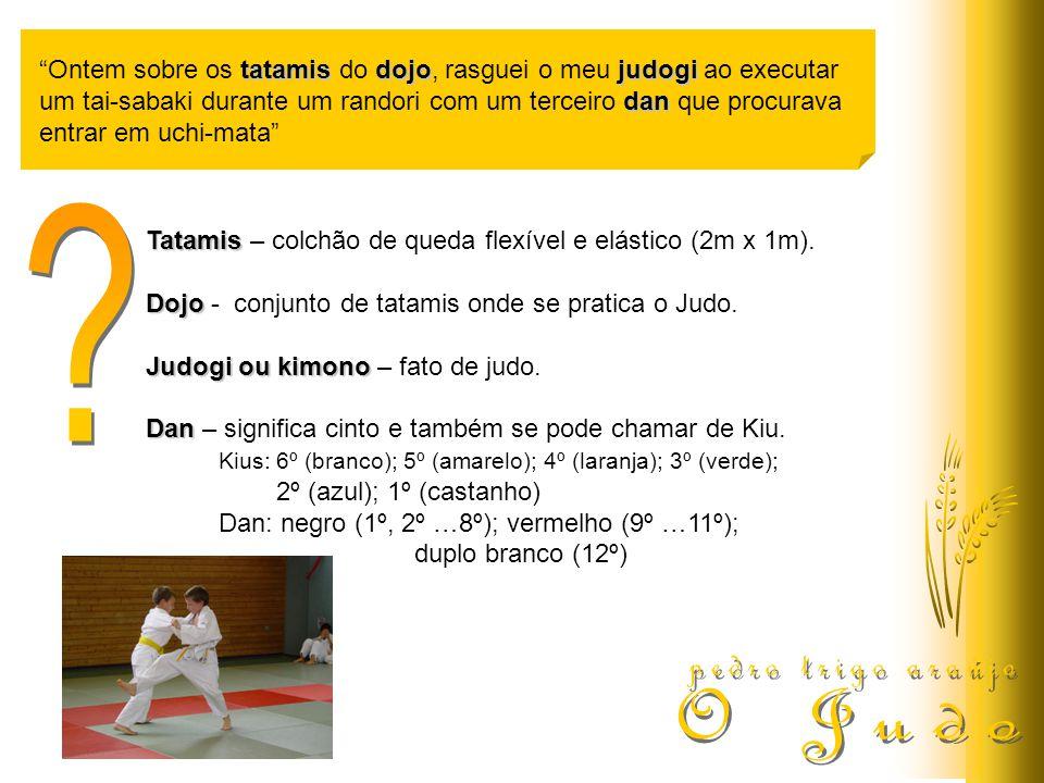tatamisdojojudogi Ontem sobre os tatamis do dojo, rasguei o meu judogi ao executar dan um tai-sabaki durante um randori com um terceiro dan que procurava entrar em uchi-mata Tatamis – colchão de queda flexível e elástico (2m x 1m).