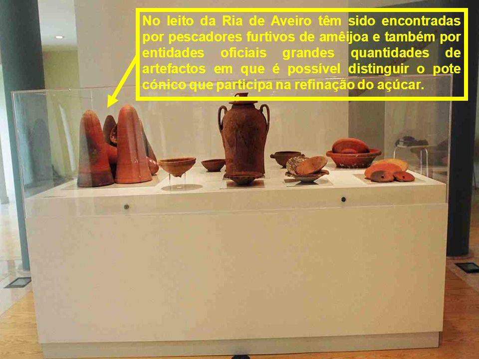 No achado de «Aveiro A» foram encontrados, entre outros artefactos, grande quantidade de cerâmica medieval que possivelmente iria ser transportada par