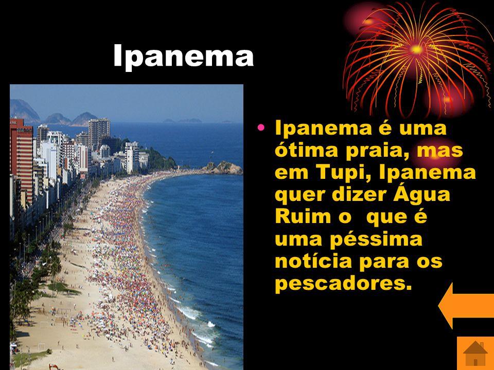 Reveillon na praia de Copacabana Nesta foto mostramos que além de ser uma praia bonita, Copacabana tem o maior reveillon do mundo.