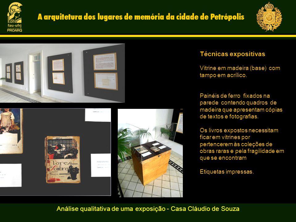 Análise qualitativa de uma exposição - Casa Cláudio de Souza Técnicas expositivas Vitrine em madeira (base) com tampo em acrílico.