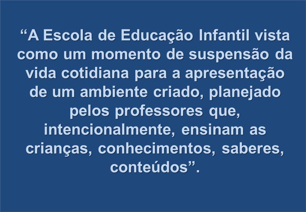 A Escola de Educação Infantil vista como um momento de suspensão da vida cotidiana para a apresentação de um ambiente criado, planejado pelos professo