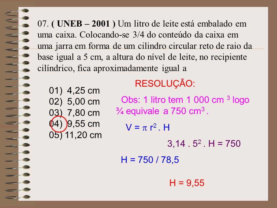 06. A água de um reservatório na forma de um paralelepípedo retângulo de comprimento 30m e largura 20m atingia a altura de 10m. Com a falta de chuvas
