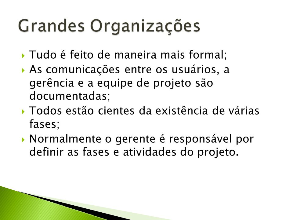 Tudo é feito de maneira mais formal; As comunicações entre os usuários, a gerência e a equipe de projeto são documentadas; Todos estão cientes da existência de várias fases; Normalmente o gerente é responsável por definir as fases e atividades do projeto.