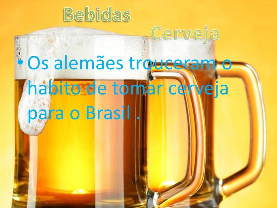 Os alemães trouceram o habito de tomar cerveja para o Brasil.