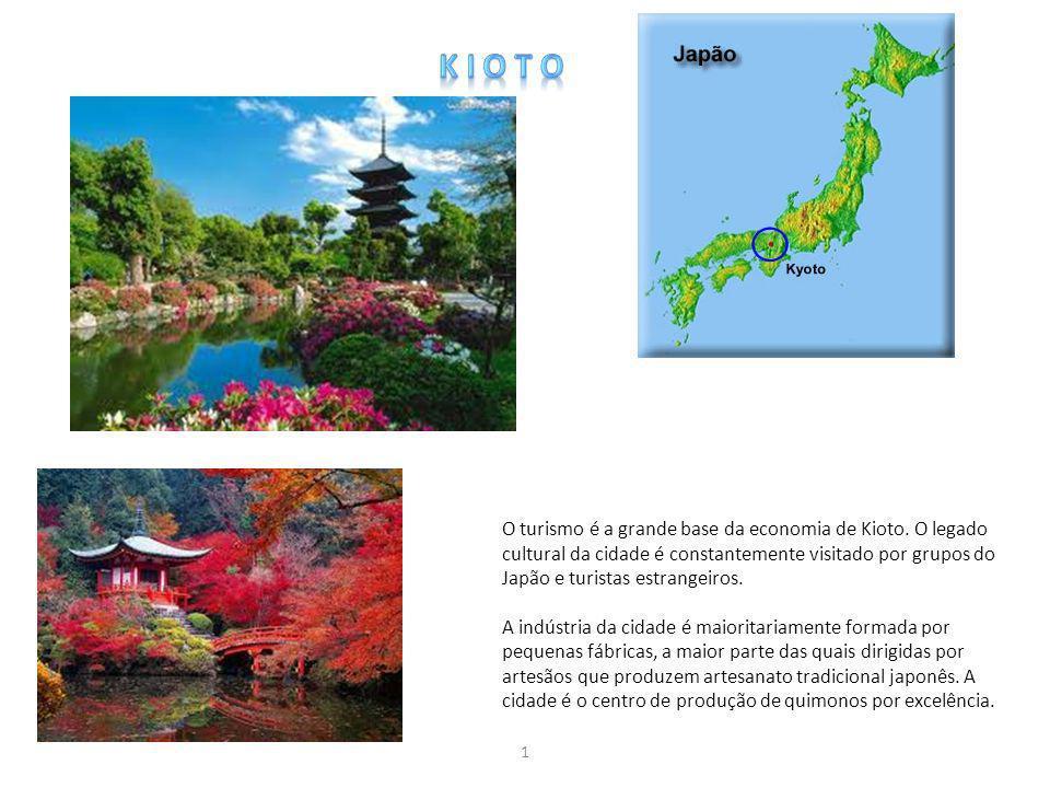 O turismo é a grande base da economia de Kioto. O legado cultural da cidade é constantemente visitado por grupos do Japão e turistas estrangeiros. A i