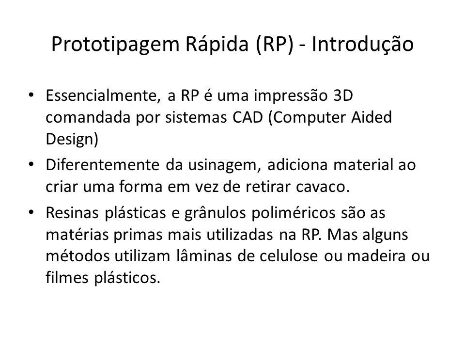 Essencialmente, a RP é uma impressão 3D comandada por sistemas CAD (Computer Aided Design) Diferentemente da usinagem, adiciona material ao criar uma
