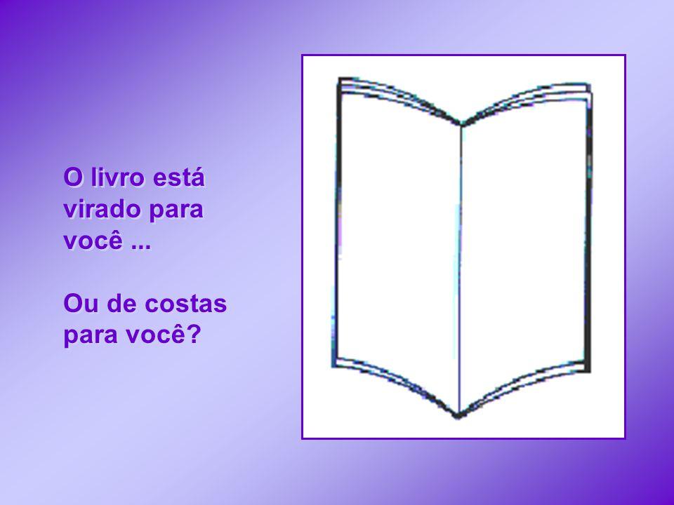 O livro está virado para você...Ou de costas para você.