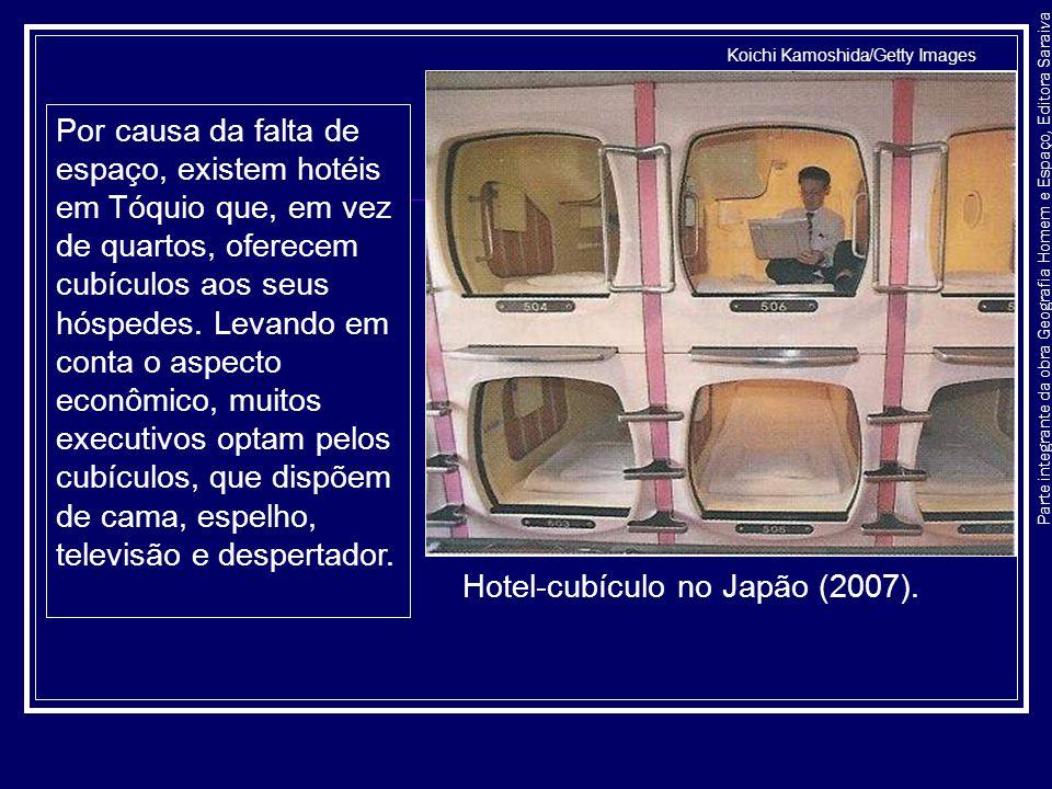Parte integrante da obra Geografia Homem e Espaço, Editora Saraiva Por causa da falta de espaço, existem hotéis em Tóquio que, em vez de quartos, ofer