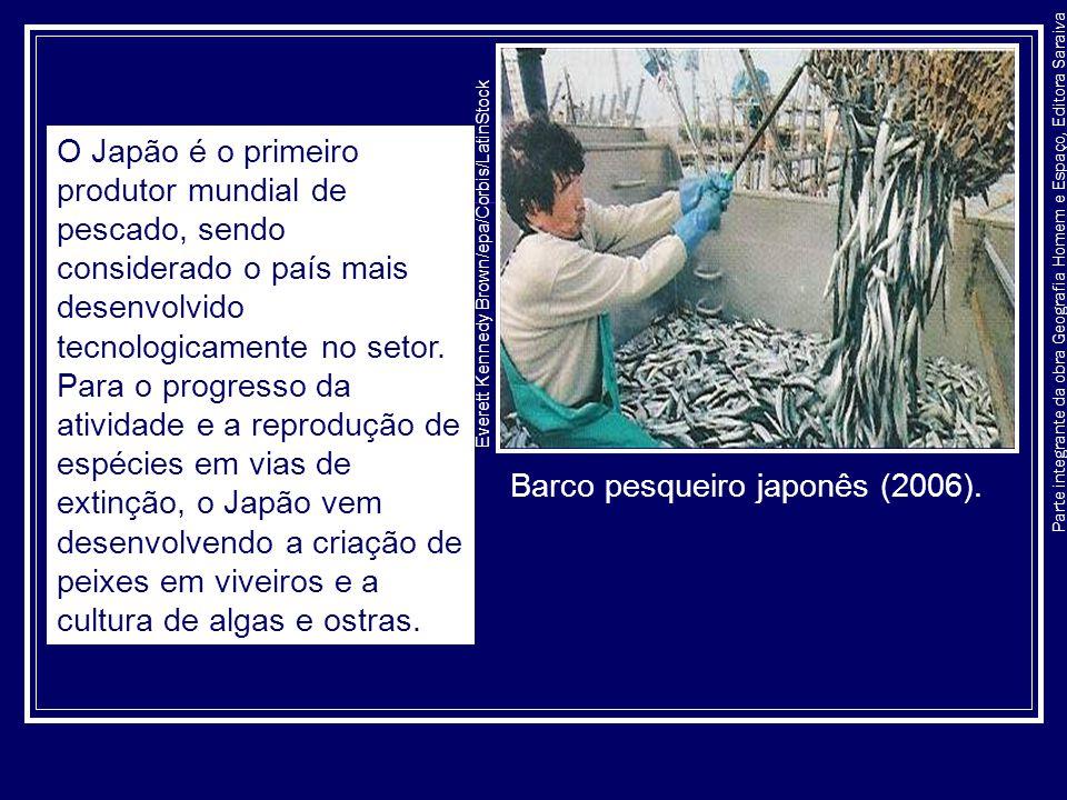 Parte integrante da obra Geografia Homem e Espaço, Editora Saraiva Barco pesqueiro japonês (2006). Everett Kennedy Brown/epa/Corbis/LatinStock O Japão