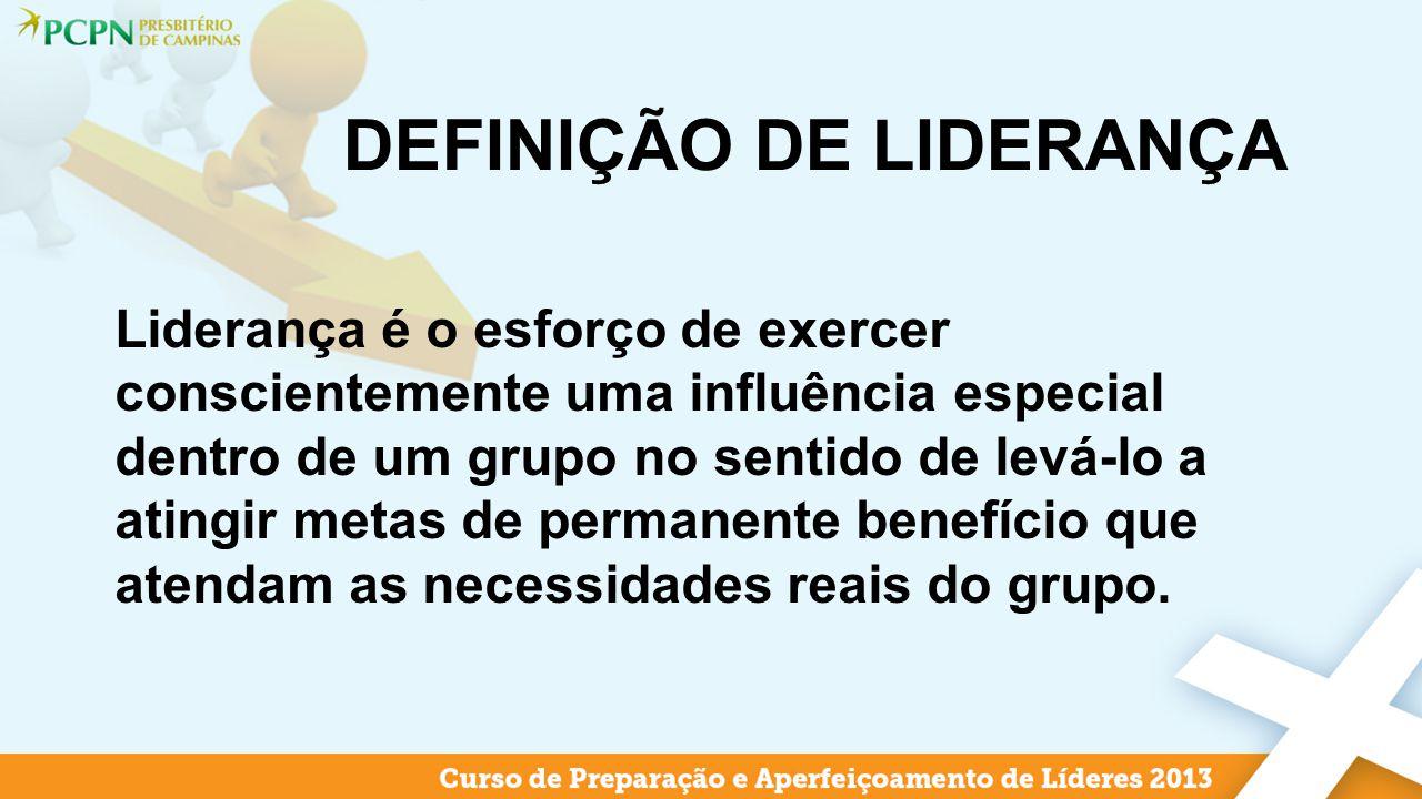 DEFINIÇÃO DE LIDERANÇA Liderança é o esforço de exercer conscientemente uma influência especial dentro de um grupo no sentido de levá-lo a atingir met