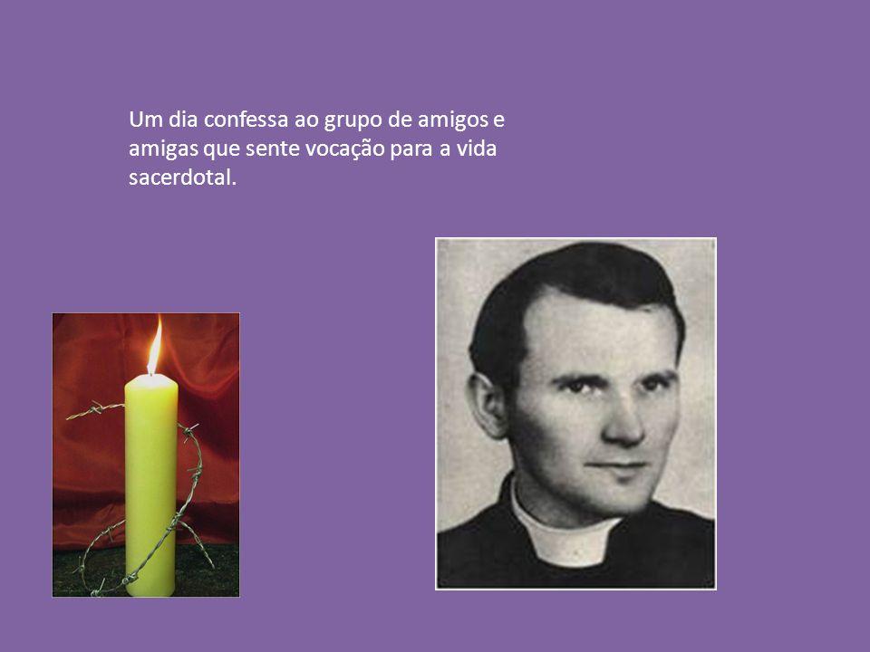 Um dia confessa ao grupo de amigos e amigas que sente vocação para a vida sacerdotal.