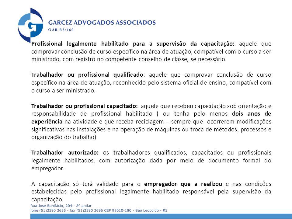 Profissional legalmente habilitado para a supervisão da capacitação: aquele que comprovar conclusão de curso específico na área de atuação, compatível