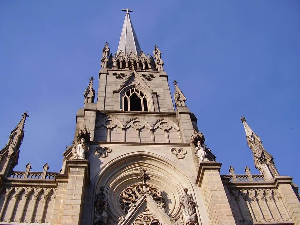 A Catedral de São Pedro de Alcântara localiza-se em Petrópolis.