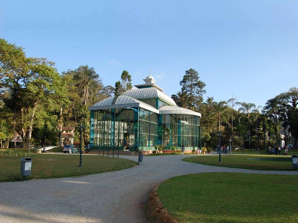 Por iniciativa da Princesa Isabel e do Conde DEu, foi construído na França em estrutura pré-moldada de ferro fundido e inaugurado em 1884 para abrigar
