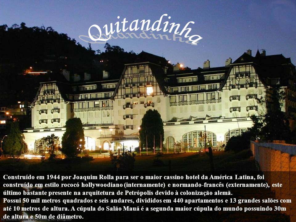 Santos Dumont recebeu da Princesa Isabel um convite para veranear em Petrópolis, na época áurea das temporadas na cidade serrana durante o Império, e