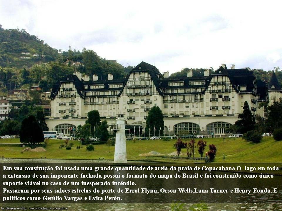 Construído em 1944 por Joaquim Rolla para ser o maior cassino hotel da América Latina, foi construído em estilo rococó hollywoodiano (internamente) e normando-francês (externamente), este último bastante presente na arquitetura de Petrópolis devido à colonização alemã.