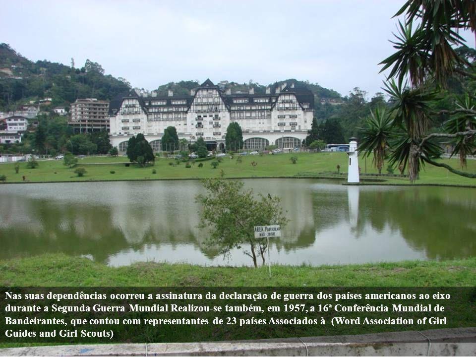Em sua construção foi usada uma grande quantidade de areia da praia de Copacabana O lago em toda a extensão de sua imponente fachada possui o formato