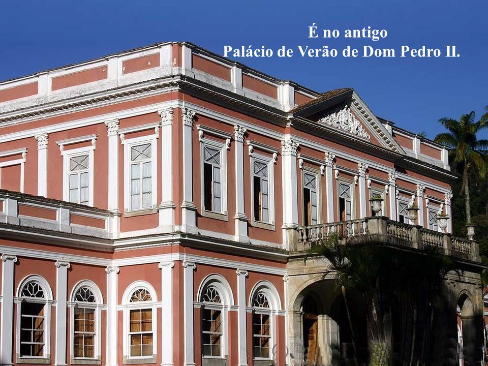 É um Museu Histórico-Temático localizado no centro histórico da cidade de Petrópolis-RJ