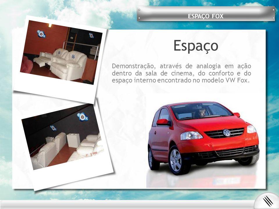 Espaço Demonstração, através de analogia em ação dentro da sala de cinema, do conforto e do espaço interno encontrado no modelo VW Fox. ESPAÇO FOX