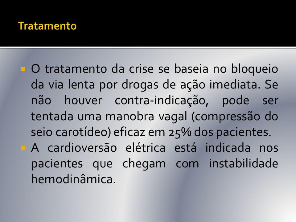  O tratamento da crise se baseia no bloqueio da via lenta por drogas de ação imediata. Se não houver contra-indicação, pode ser tentada uma manobra v
