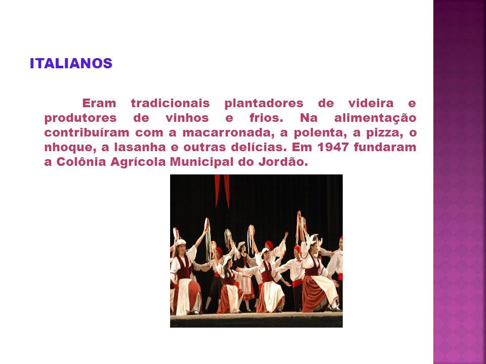 ITALIANOS Eram tradicionais plantadores de videira e produtores de vinhos e frios.