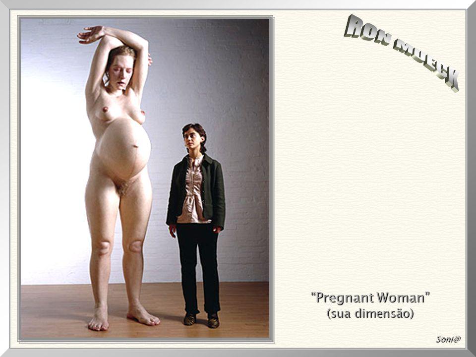 """""""Pregnant Woman"""", 1997 1997 A escultura mede 2,52m 2,52m de altura! Mueck trabalhou com a modelo grávida, por seis meses, até sua última semana de gra"""