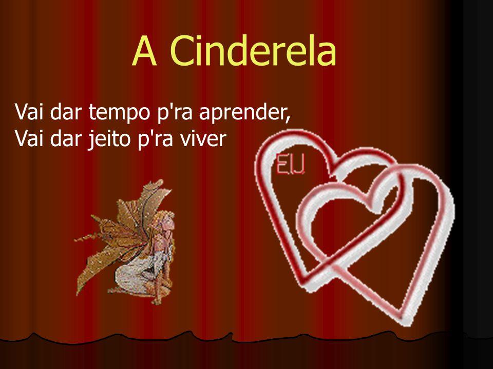 No dia seguinte, a Cinderela casou-se com o príncipe e houve festa em todo o reino.