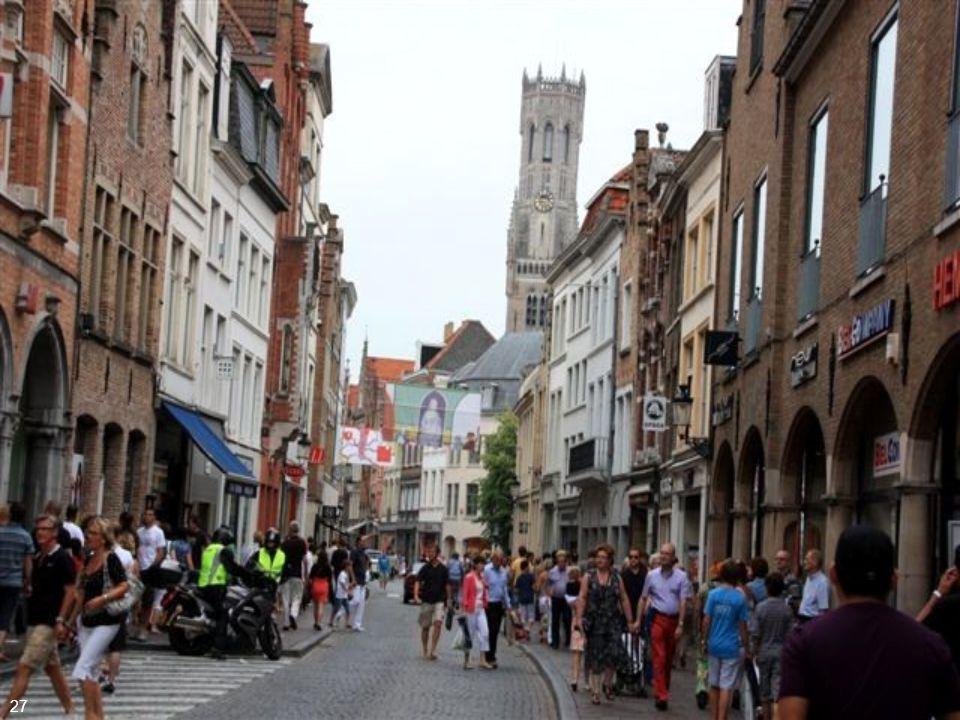 Em 1277 o primeiro barco mercante partiu de Gênova e atracou no porto de Bruges. Foi o início da rota mercantil que tornou Bruges a principal conexão