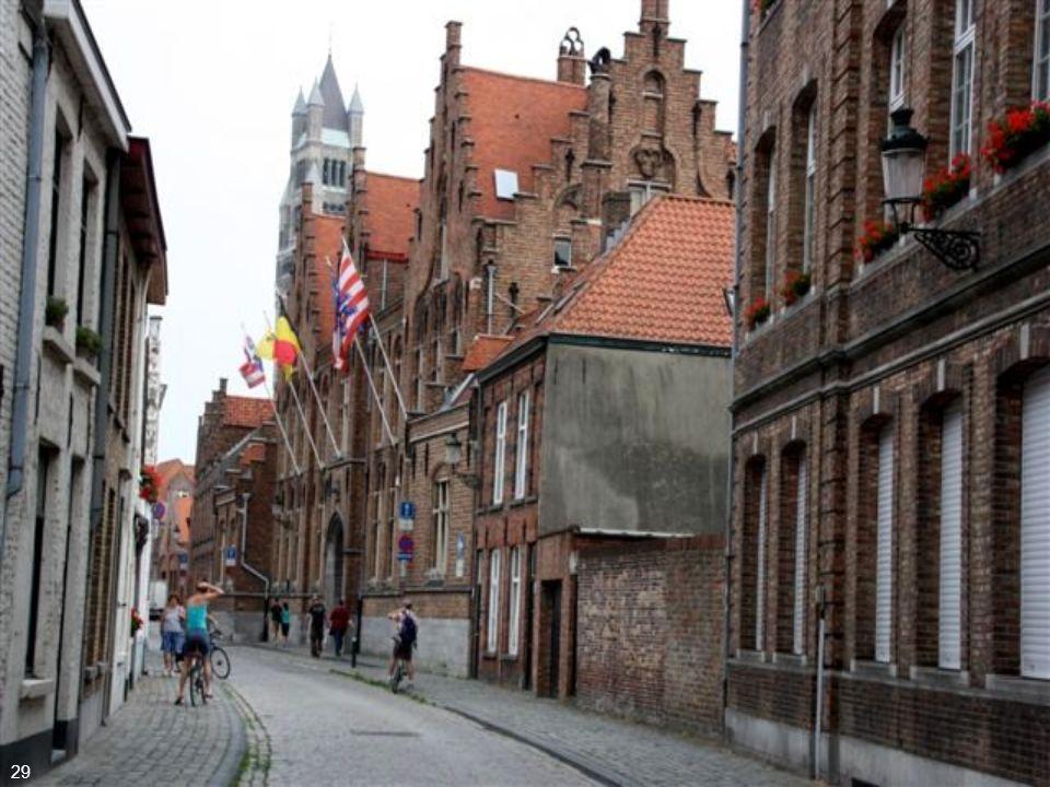 Na segunda metade do séc. XIX, Bruges tornou-se um dos primeiros destinos turísticos, atraindo britânicos e franceses 28