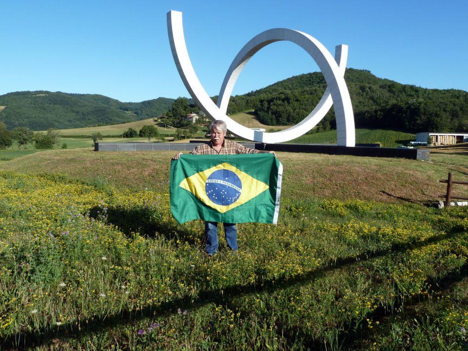 Inaugurado ao pé do Monte Castello em 21/06/2001, o Monumento ai Caduti Brasiliani, projetado pela brasileira Mary Vieira, homenageia os soldados bras