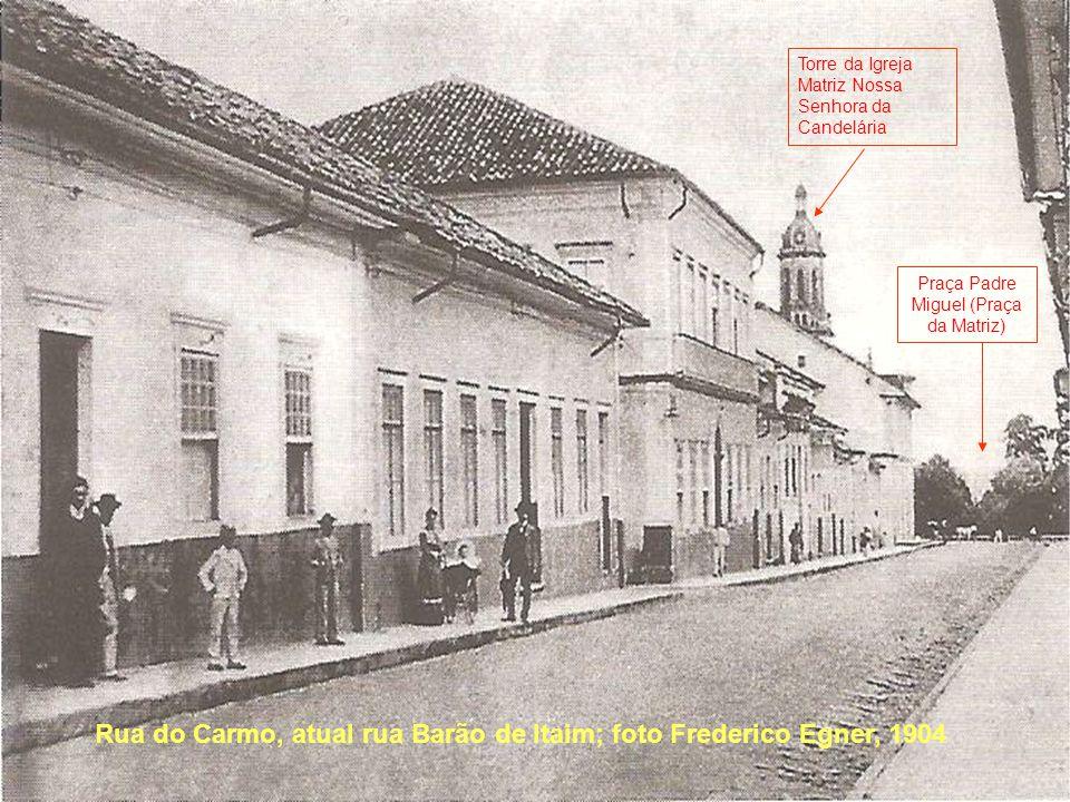 Rua do Carmo, atual rua Barão de Itaim; foto Frederico Egner, 1904 Torre da Igreja Matriz Nossa Senhora da Candelária Praça Padre Miguel (Praça da Mat