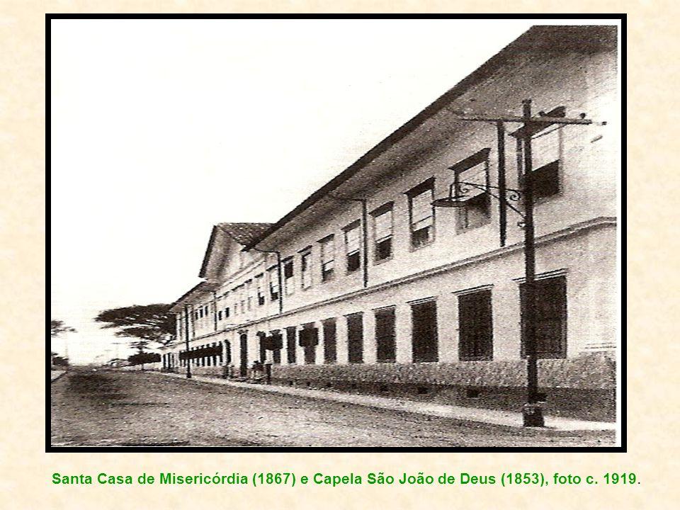Santa Casa de Misericórdia (1867) e Capela São João de Deus (1853), foto c. 1919.