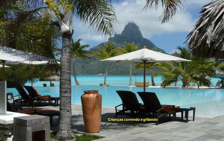 Manhã tranquila até chegarem hóspedes de outros resorts