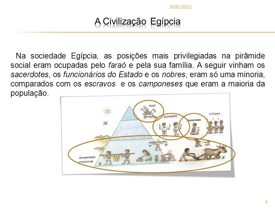 2010/2011 4 Na sociedade Egípcia, as posições mais privilegiadas na pirâmide social eram ocupadas pelo faraó e pela sua família.