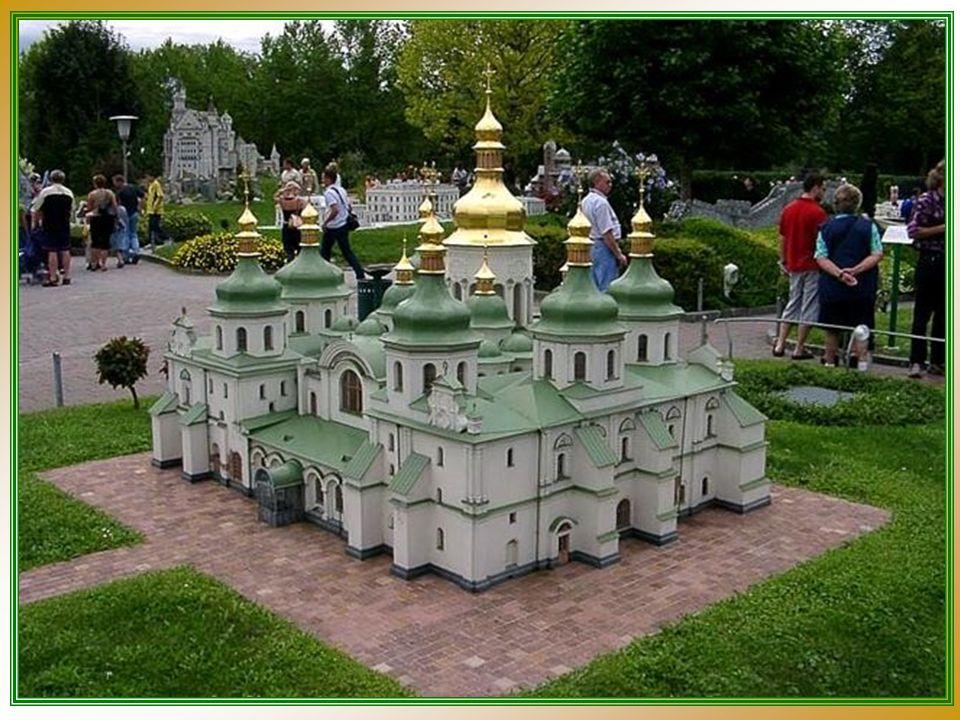 O processo de construção foi extremamente trabalhoso e intenso, dispensando milhares de horas para construir cada réplica.