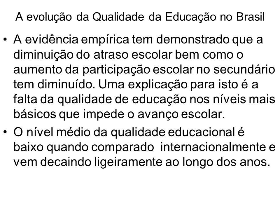 A evolução da Qualidade da Educação no Brasil •A evidência empírica tem demonstrado que a diminuição do atraso escolar bem como o aumento da participa