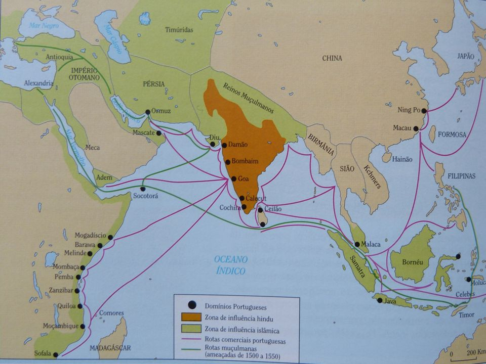 A organização comercial do Império do Oriente Apesar da organização mais complexa e hierarquizada do Império do Oriente, e a despeito das tentativas de miscigenação, a Índia teve para os portugueses, nos séculos XV e XVI, um interesse inteiramente comercial.