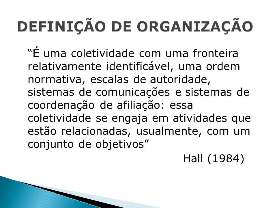 """""""É uma coletividade com uma fronteira relativamente identificável, uma ordem normativa, escalas de autoridade, sistemas de comunicações e sistemas de"""