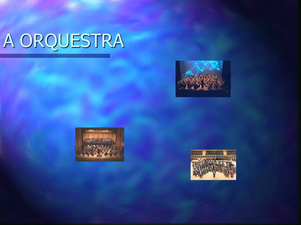 A Orquestra Inicialmente era a designação do local onde se cantava e dançava e também onde se encontravam os instrumentistas no teatro grego; Posteriormente passou a ser o conjunto de pessoas que tocam ou o conjunto dos seus instrumentos.