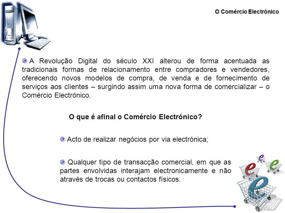 O Comércio Electrónico Comércio Tradicional vs Comércio Electrónico No caso do comércio electrónico, ao invés de existir um contacto pessoal directo entre ambas as partes, a informação é transmitida através de uma rede digital ou outro qualquer canal electrónico.