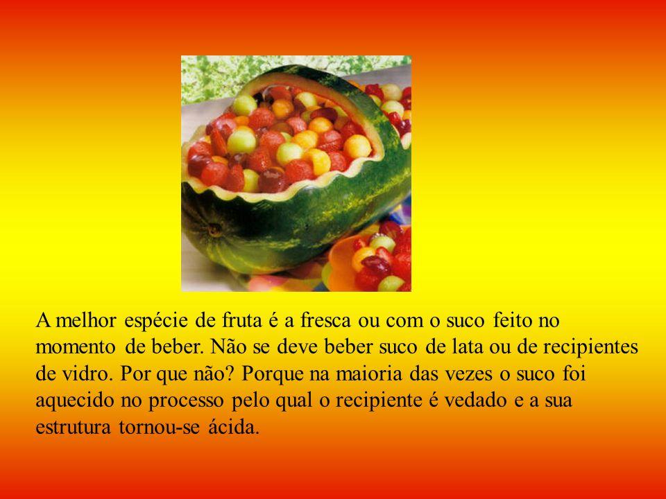 A melhor espécie de fruta é a fresca ou com o suco feito no momento de beber.