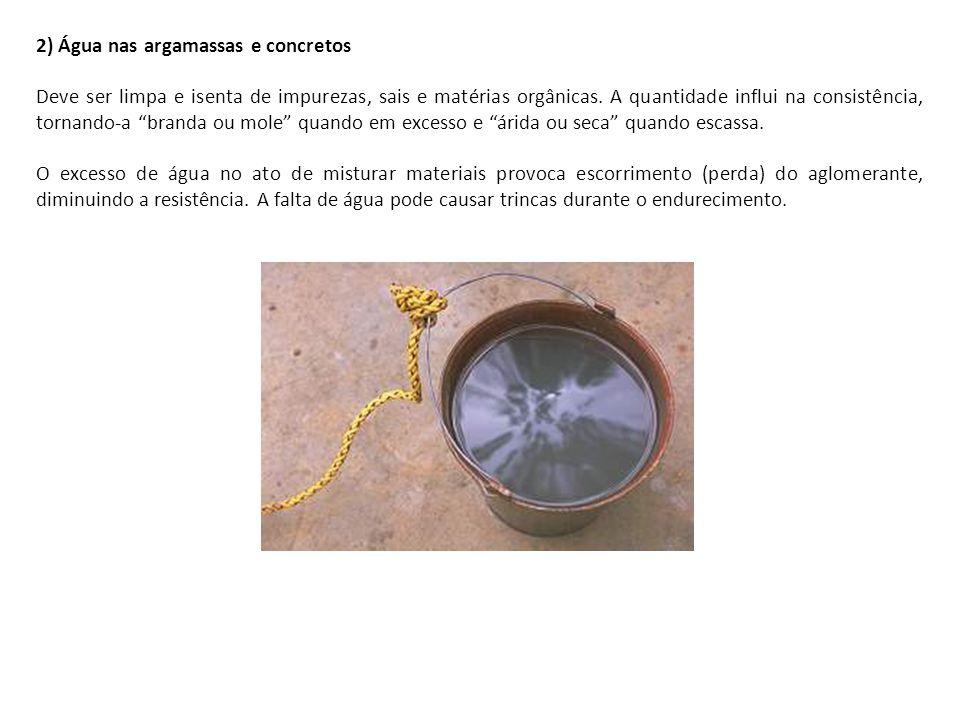 """2) Água nas argamassas e concretos Deve ser limpa e isenta de impurezas, sais e matérias orgânicas. A quantidade influi na consistência, tornando-a """"b"""