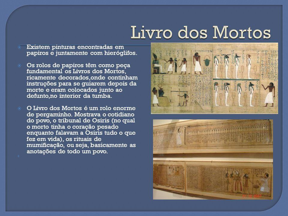  Existem pinturas encontradas em papiros e juntamente com hieróglifos.  Os rolos de papiros têm como peça fundamental os Livros dos Mortos, ricament