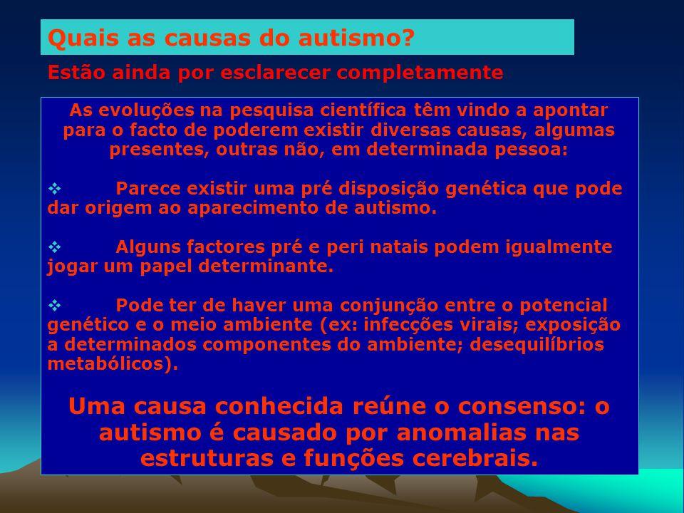 Uma das primeiras conclusões a que se chegou no início das investigações acerca das causas do autismo foi a de que não existe qualquer influência entre os estilos parentais, as características sociais de uma família (ex: cultura ou rendimento) e a manifestação de autismo.