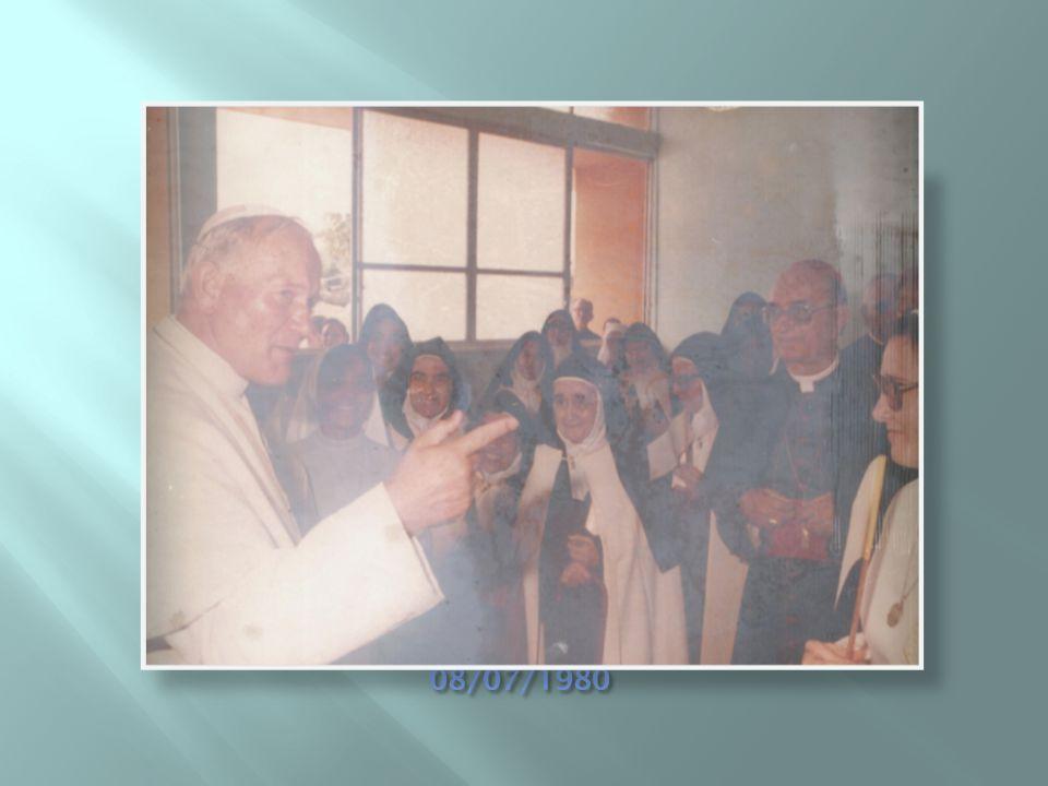  Bênção da 1ª Pedra pelo Sumo Pontífice João Paulo II, por ocasião de sua Viagem Apostólica ao Brasil, na Capela do Seminário S.Pio X, onde compareceram as irmãs.