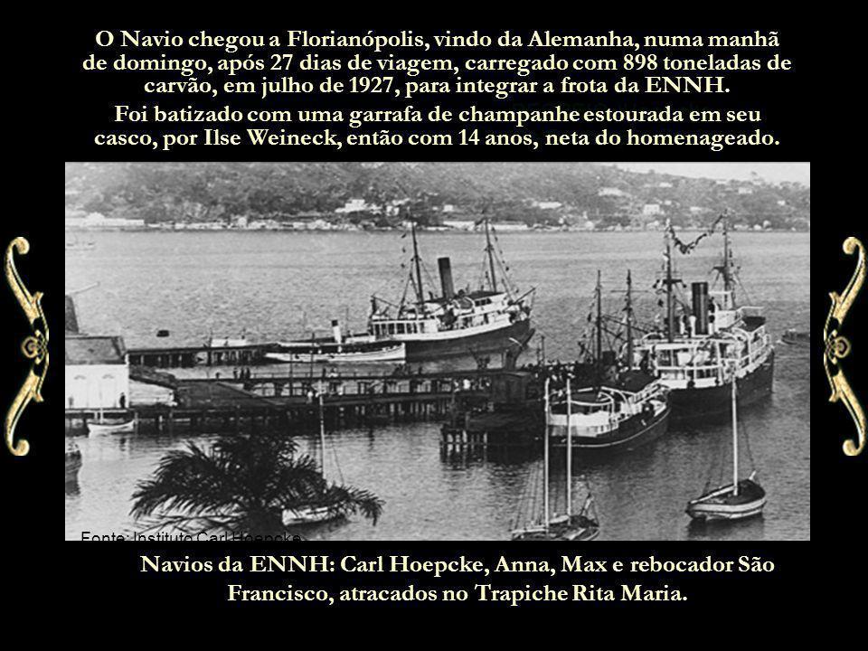 RECREIO /Hoepcke Os Destroços finais O Navio chegou a Florianópolis, vindo da Alemanha, numa manhã de domingo, após 27 dias de viagem, carregado com 898 toneladas de carvão, em julho de 1927, para integrar a frota da ENNH.