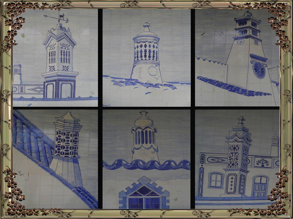 """A chaminé – """"cartão de visita algarvio"""" – tem diversas variantes: rendilhadas, fendidas, a forma de catavento, de pombal, de torre de igreja, etc. e é"""